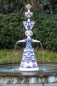 ブルーハウス製の陶器噴水